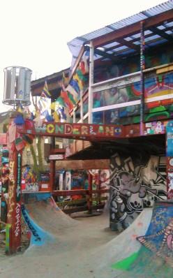 Freistaat Christiania - Geleibte Freiheit in Dänemark. Wie aus einer besetzten Kaserne eine staatlich geduldelter autonomer Bezirk wurde und was es dort zu sehen gibt